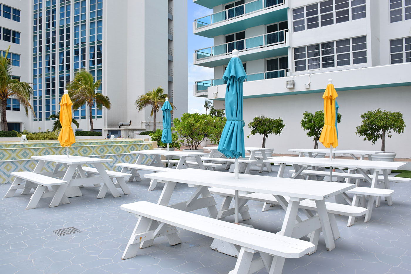 Outdoor dining area at Seacoast Suites